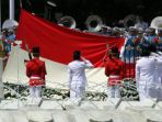 anggota-paskibraka-mengibarkan-bendera-merah-putih_20180814_125755.jpg