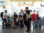 anggota-polres-pangkalpinang-berhasil-membawa-pelaku-di-bandara-depati-amir.jpg