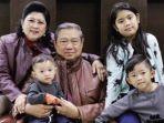 ani-yudhoyono-dan-sby-bersama-cucu.jpg