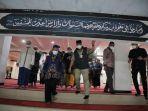 anies-baswedan-melakukan-salat-subuh-sekaligus-meninjau-masjid-nurul-abrar-1.jpg