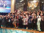 anies-baswedan-saat-berfoto-dengan-anggota-dprd-dki-jakarta-periode-2014-2019.jpg