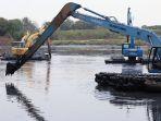 antisipasi-banjir-pemprov-dki-jakarta-keruk-lumpur-waduk-ria-rio_20200921_154703.jpg