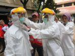 antisipasi-covid-19-relawan-pmi-lakukan-penyemprotan-disinfektan_20200328_155118.jpg