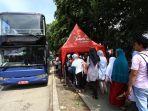 antre-naik-bus-tingkat-wisata_20180121_155531.jpg