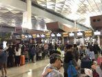 antrean-di-terminal-3-bandara-soetta-pada-jumat-2382019-sekitar-pukul-0330-wib.jpg