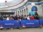 antrean-tiket-piala-dunia-2018-rusia-2_20180711_083215.jpg