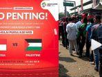antrian-di-stadion-patriot-bekasi-jelang-pertandingan-palestina-vs-indonesia-u-23_20180815_115023.jpg