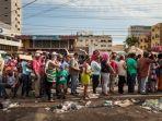 antrian-masyarakat-venezuela-untuk-mendapatkan-sembako-murah-dampak-krismon-di-negara-mereka_20180823_155132.jpg