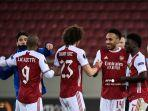 ara-pemain-arsenal-merayakan-di-akhir-pertandingan-sepak-bola-uefa-europa-league.jpg