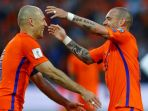 arjen-robben-n-wesley-sneijder_20170611_113759.jpg