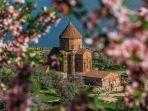 armenian-church-di-akdamar-island-kota-van-turki.jpg