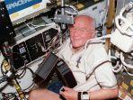 astronot-as-john-glenn_20161209_142821.jpg