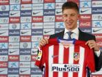 atletico-madrid-present-new-signing-luciano-vietto_20150710_170207.jpg