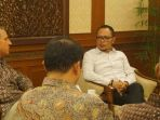audiensi-menaker-dengan-delegasi-wall-street-english-wse_20170427_094832.jpg<pf>menaker-saat-menerima-audiensi-delegasi-wall-steet-english-wse_20170427_094849.jpg