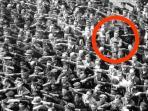 august-landmesser-menolak-mengangkat-lengannya-untuk-memberikan-hormat-sieg-heil_20151215_185810.jpg