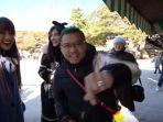 aurel-ditantang-anang-dan-ashanty-untuk-menuliskan-nama-cowok-di-genteng-kuil-suci-di-korea-selatan.jpg