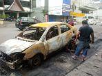 bangkai-mobil-terbakar-di-jalan-pecenongan-raya-nomor-22_20170211_163922.jpg