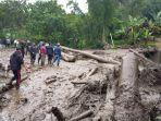 banjir-bandang-disertai-lumpur.jpg