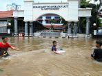 banjir-di-bendungan-hilir-jakarta_20200225_174351.jpg
