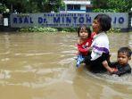 banjir-di-bendungan-hilir-jakarta_20200225_174715.jpg