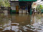 banjir-di-gang-musholla-kelurahan-kembak.jpg