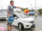banjir-di-jalur-lingkar-timur-kudus-macet_20210222_115744.jpg