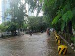 banjir-di-jl-pegangsaan-ii_20170221_092756.jpg