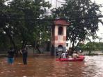 banjir-di-pluit_20150210_124333.jpg