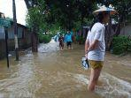 banjir-di-taman-mini1.jpg
