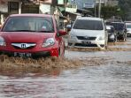 banjir-kembali-terjang-kawasan-baleendah-bandung_20180409_223946.jpg