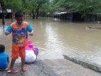 banjir-lumpuhkan-kota-solo_20160620_223900.jpg