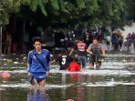 banjir-melumpuhkan-akses-jalan-kartini_20200102_211407.jpg