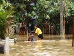 banjir-rendam-ratusan-rumah_20151116_195137.jpg