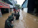 banjir-rendam-sejumlah-kawasan-di-jakarta-timur_20200101_205910.jpg