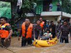 banjir-rendam-sejumlah-kawasan-di-jakarta-timur_20200101_210332.jpg