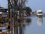 banjir-rob-di-jakarta-utara_20181211_212403.jpg