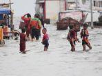 banjir-rob-rendam-dermaga-kali-adem_20210101_180454.jpg