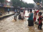banjir-yang-merendam-jalan-jatinegara-barat-raya.jpg