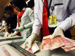 bank-indonesia-polda-jabar-musnahkan-14294-lembar-uang-palsu_20180912_220935.jpg