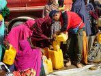 bantuan-air-pengungsi-somalia_20170531_160933.jpg