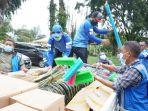 Jasa Marga Salurkan Bantuan Ratusan Alat Kebersihan kepada Korban Bencana Banjir Gunung Mas