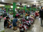 banyak-penjual-bunga-di-pasar-rawa-belo.jpg