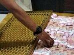 barang-bukti-berupa-peti-yang-di-modifikasi-ada-uang-pecahan-rp-100-ribu.jpg