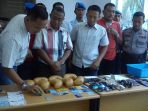 barang-bukti-sabu-di-pekanbaru_20171201_115505.jpg