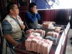 barang-bukti-uang-suap-dprd-kapuas_20141127_093832.jpg