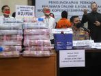 bareskrim-polri-rilis-kasus-jaringan-pinjaman-online-ilegal_20211025_221810.jpg