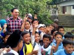 basuki-tjahaja-purnama-ahok-diserbu-ratusan-anak-anak-sekolah-dasar-negeri-06_20170203_211219.jpg
