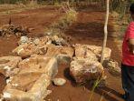 batu-yang-diduga-berasal-dari-zaman-prasejarah_20180808_181604.jpg