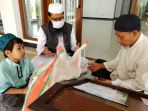 bayar-zakat-fitrah-di-masjid-al-amanah-jalang-idulftri-1441-h_20200524_190143.jpg