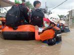 Banjir 1,5 Meter, Sejumlah Warga di Perumahan PGP Bekasi Memilih Bertahan di Lantai Dua Rumah